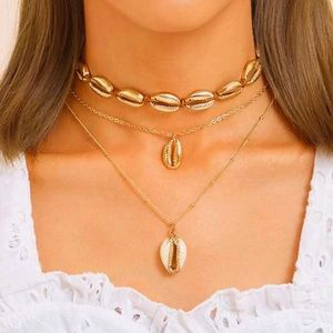 Jewelry - NEW 🌸 Gold Triple Strand Shell Choker Necklace